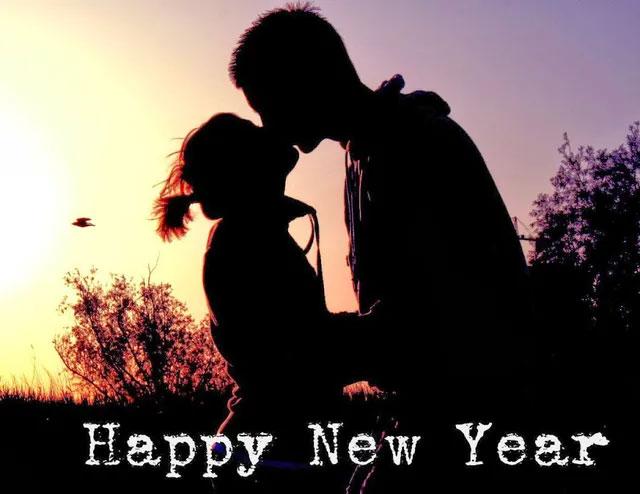 """Vì sao lời hát buồn nhưng """"Happy New Year"""" vẫn khiến người ta muốn nghe?"""