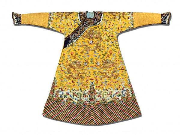 Vì sao long bào Hoàng đế Trung Hoa ngày xưa đều bị cấm giặt bằng nước?