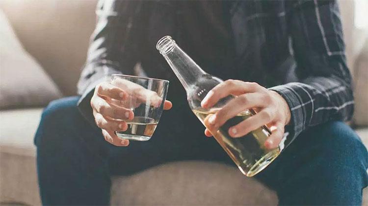 Vì sao một số người lại thích uống rượu?