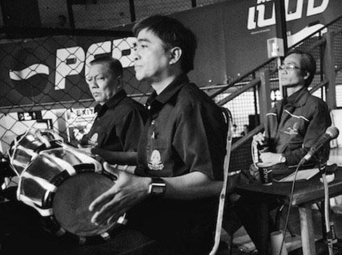 Vì sao Muay Thái lại có tiếng nhạc cổ vũ như... đám ma?