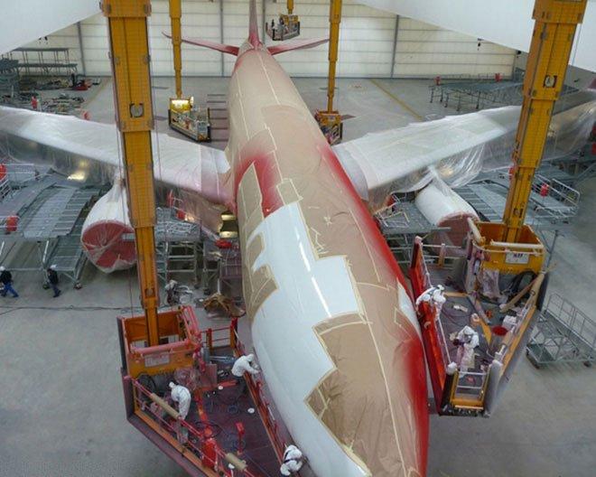 Vì sao sơn một chiếc máy bay có thể tốn đến 7 tỉ đồng và mất nửa tháng?