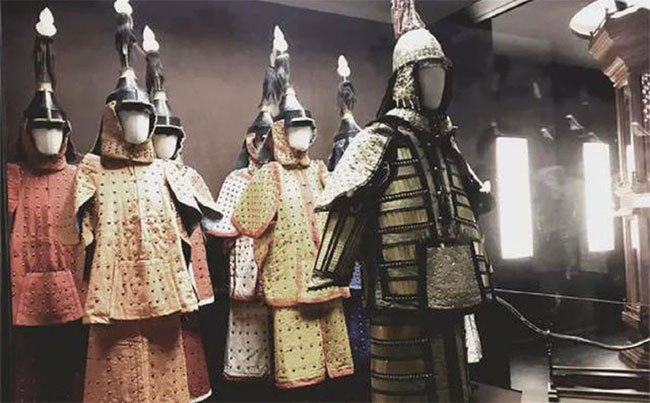 Vì sao việc mang vũ khí bên mình thời xưa là chuyện nhỏ, nhưng tàng trữ áo giáp là tội tày trời?