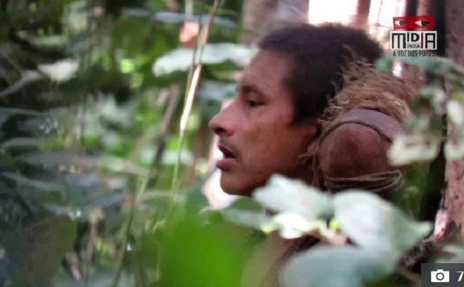 Video hiếm quay cảnh người bộ lạc nguyên thủy ở rừng Amazon