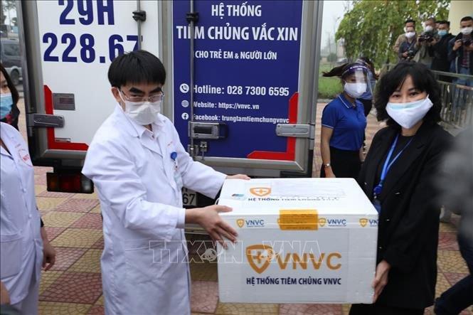 Việt Nam triển khai những mũi tiêm vaccine ngừa COVID-19 đầu tiên