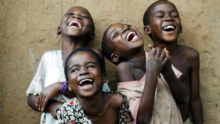 Virus bí ẩn khiến hơn 1000 người không thể ngừng cười