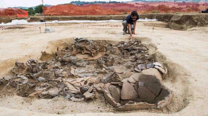 Xây nhà, đào được… hoàng tử ma 2.700 tuổi trên xe ngựa đầy châu báu