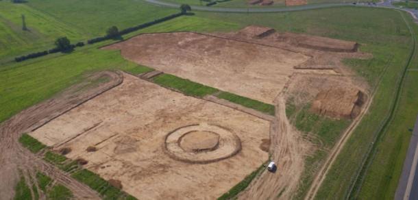 Xây nhà, đào trúng 154 mộ cổ đầy châu báu 4.000 năm