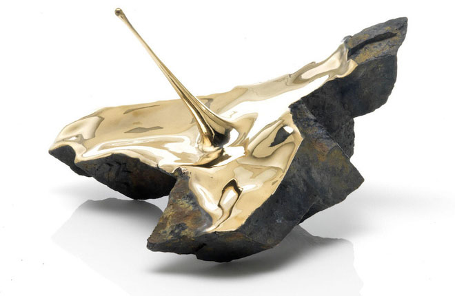 Xẻ đôi những hòn đá - bộ sưu tập bằng đồng này là biểu tượng cho năng lượng bứt phá