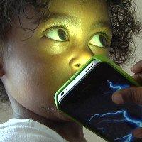 100 nhà khoa học khẩn cần LHQ cảnh báo tác động khủng khiếp của smartphone lên trẻ em