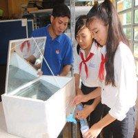 2 nữ sinh lớp 8 chế thiết bị lọc nước mặn thành ngọt bằng năng lượng mặt trời