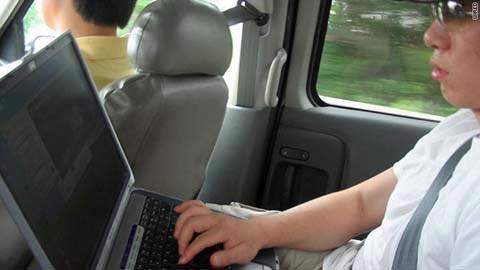 2010 là năm lướt web trên ô tô
