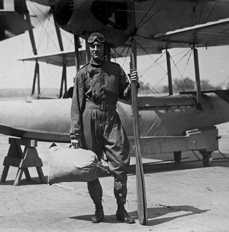 28/11/1929 - Richard Evelyn Byrd trở thành người đầu tiên bay qua Nam Cực