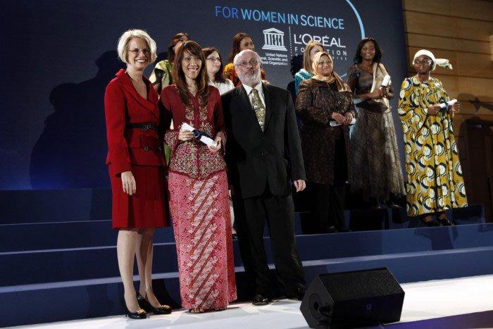 5 nhà khoa học nữ đoạt giải L'Oréal-UNESCO 2011
