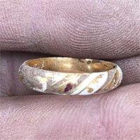 Anh: Tìm thấy chiếc nhẫn vàng 500 năm tuổi của Shakespeare?