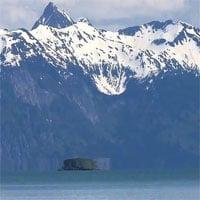 Ảo ảnh quang học biến hòn đảo ở Alaska thành
