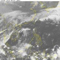 Áp thấp nhiệt đới suy yếu, các tỉnh Bắc Bộ có mưa dông rải rác