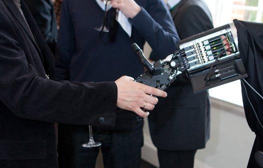 Bàn tay robot phẫu thuật từ xa