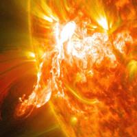 Bão mặt trời khủng khiếp nhất thập kỷ sắp xảy ra