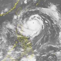 Bão số 4 suy yếu thành áp thấp nhiệt đới, miền Trung mưa to