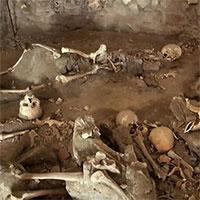 Bí ẩn 50 bộ xương nguyên vẹn dưới hầm trú ẩn trong thảm họa núi lửa 2.000 năm