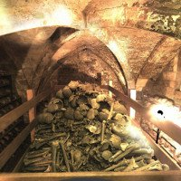 Bí ẩn hầm mộ nhà thờ 2.500 bộ hài cốt