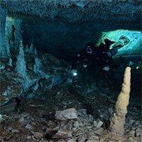 Bí ẩn khoáng vật đỏ và hài cốt người 12.000 năm nơi