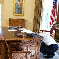 Bí ẩn nút đỏ trên bàn làm việc của Tổng thống Mỹ
