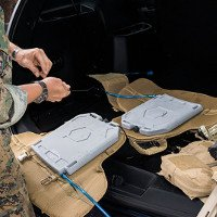 Bình nước kiêm tấm giáp của lính Mỹ: giải khát, giải nhiệt, dùng nước đá tăng độ chống đạn