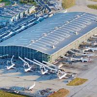 Bộ ảnh 70 năm phát triển của sân bay nhộn nhịp nhất nước Anh