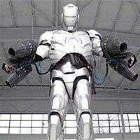 Bộ giáp Iron Man đời thực: Bay bằng 5 động cơ phản lực, chống được cả bom đạn