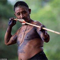 Bộ lạc Amazon sẵn sàng cung tên tẩm độc đối phó người ngoài xâm lấn