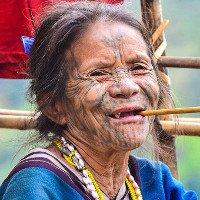 Bộ tộc phụ nữ càng xăm mặt nhiều càng đẹp
