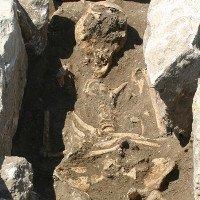Bộ xương 800 tuổi chứa