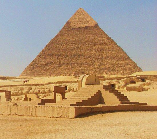Bùa chú trên kim tự tháp