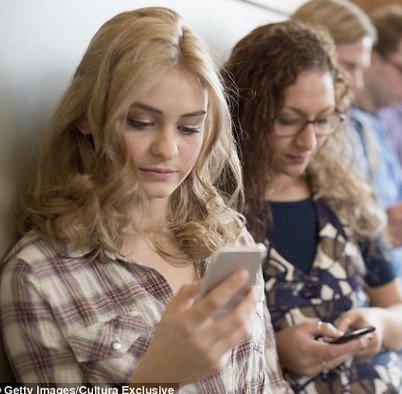 Bức ảnh cho thấy hiện thực đáng sợ từ việc nghiện smartphone