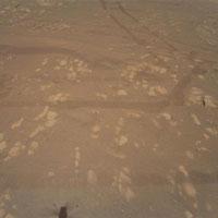 Bức ảnh màu đầu tiên trực thăng NASA chụp trên sao Hỏa