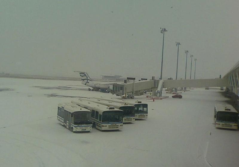 Bulgaria: Mưa lớn, tuyết dày gây mất điện, tắc đường
