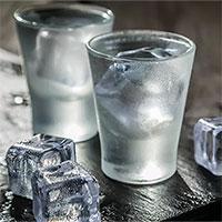 Các nhà khoa học Nga phát minh ra rượu vodka không gây nôn nao