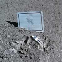 Cách đặc biệt để NASA tưởng niệm các phi hành gia đã khuất trên Mặt Trăng