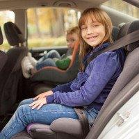 Cách tốt nhất đảm bảo an toàn cho trẻ khi đi ô tô