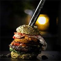 Cận cảnh chiếc bánh mỳ kẹp thịt đắt nhất thế giới giá 6.000 USD, làm từ nguyên liệu hiếm có khó tìm