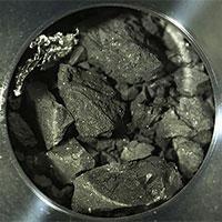 Cận cảnh mẫu đá đen như than từ tiểu hành tinh 4,6 tỷ năm tuổi