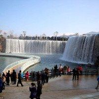 Cận cảnh thác nước nhân tạo