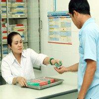 Cần chú ý gì khi điều trị bằng thuốc kháng HIV?