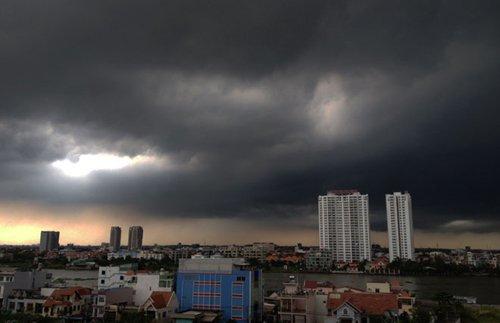 Cảnh báo mưa to, dông lốc ở Hà Nội