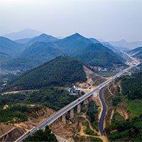 Cảnh sắc kỳ vĩ trên con đường 2.700 tỷ nối Hà Nội - Hòa Bình