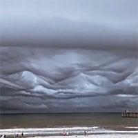 Cảnh tượng khải huyền trên bầu trời khiến nhiều người sững sờ