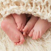 Cặp song sinh trong đó một bào thai sống trong một em bé
