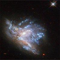 Cặp thiên hà va chạm cách Trái Đất 230 triệu năm ánh sáng