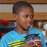 Cậu bé 11 tuổi sáng chế ra thiết bị phát hiện trẻ em bị bỏ quên trong xe